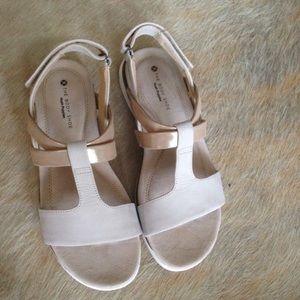 NWT Hush Puppies Talia Aida Flat Sandals Comfort